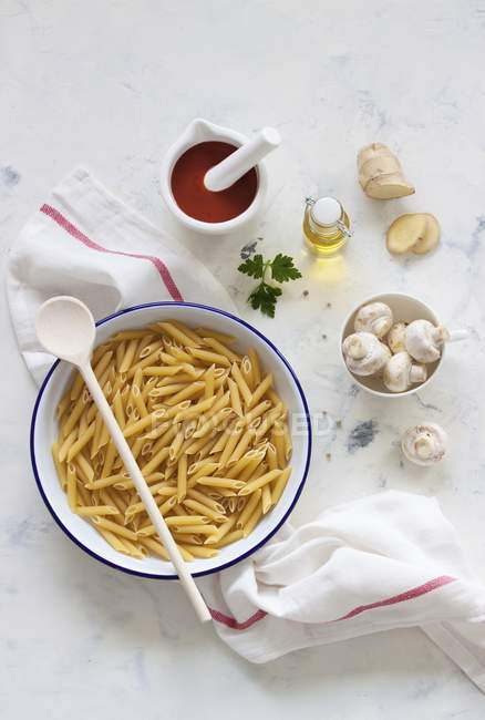 Ingrédients pour le plat de pâtes — Photo de stock