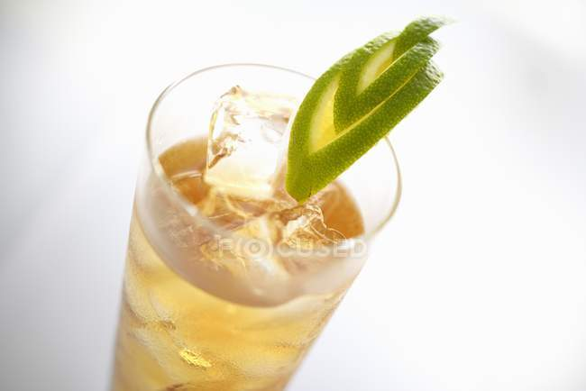 Closeup view of Limonetta with ice cubes and lime slices — Stock Photo