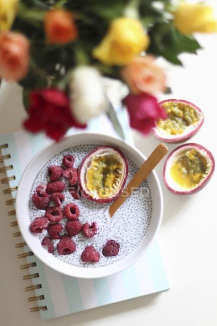 Clerbois au lait aux framboises fraîches — Photo de stock