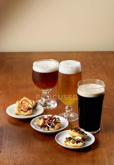Різноманітні келихи пива — стокове фото