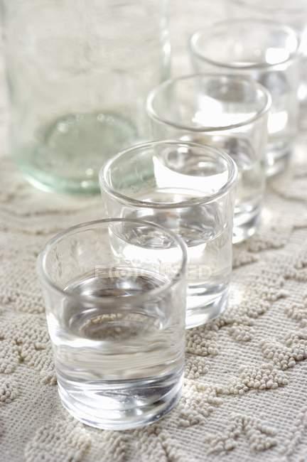 Vista de perto de bebidas Filu e ferru em copos — Fotografia de Stock