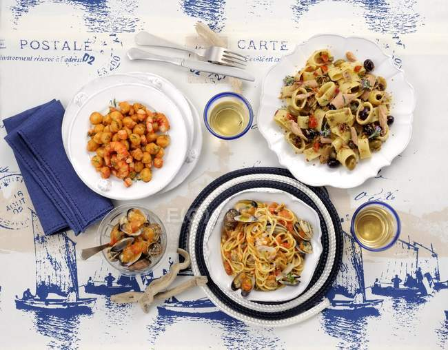 Риби і морепродуктів страви з макаронних виробів — стокове фото