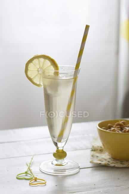 Hugo cocktail con una cannuccia — Foto stock