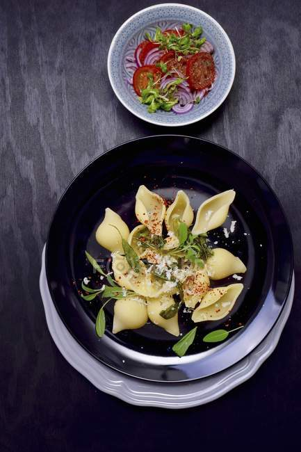 Conchiglie shell pasta with sage — Stock Photo