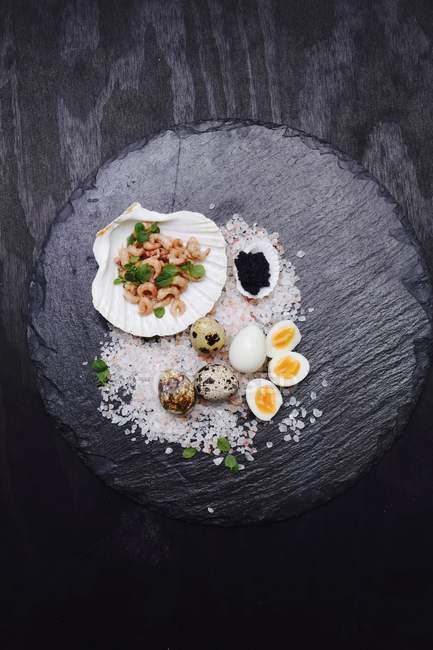 Quail eggs, shrimps and caviar serving — Stock Photo