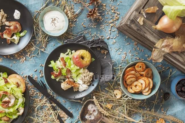 Салат с индейкой — стоковое фото