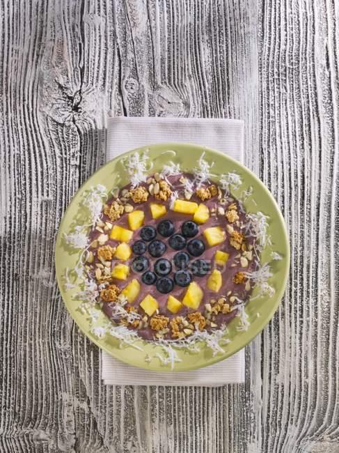 Мюсли с бананами и асаи — стоковое фото