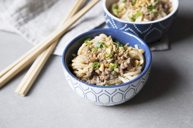 Minced meat and Chinese noodles — Stock Photo