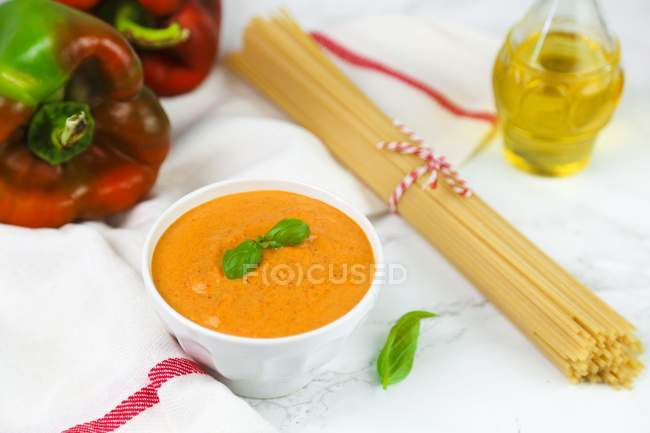 Pepper sauce and bundle of spaghetti — Stock Photo