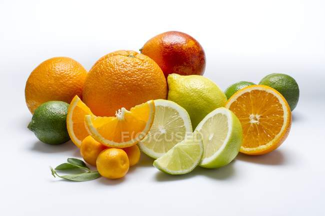 Arrangement of citrus fruits — Stock Photo