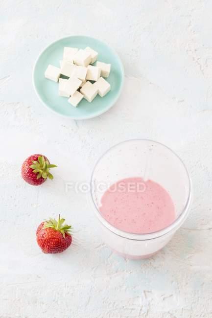Frullato vegano alla fragola — Foto stock