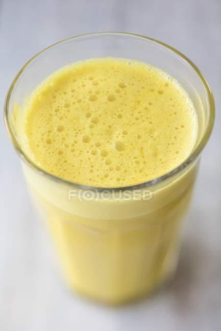 Latte vegano dorato — Foto stock