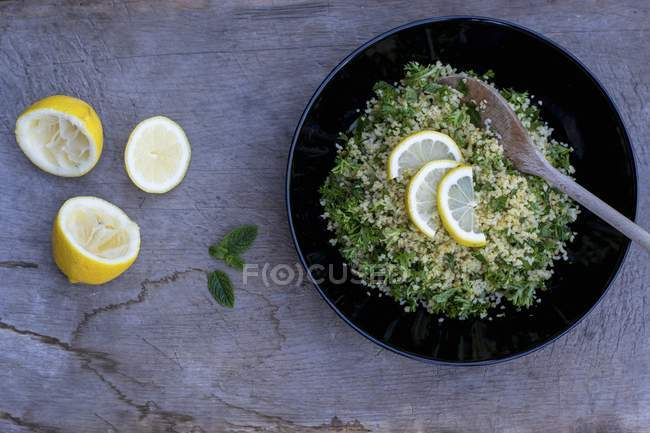 Top view of parsley and bulgur with slices of lemon — Stock Photo