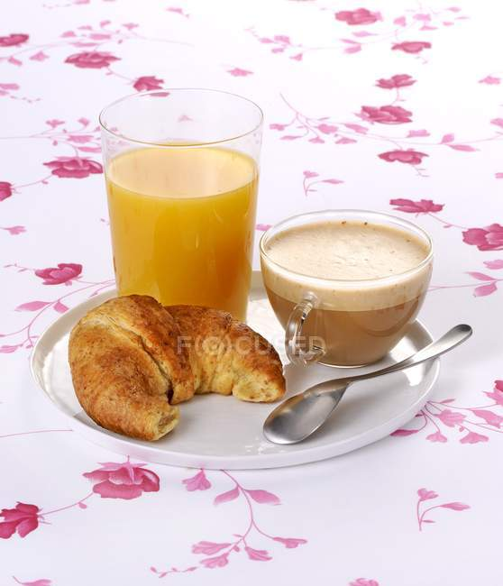 Cappuccino with croissant and orange — Stock Photo