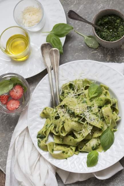 Tagliatelle pasta with pesto and cheese — Stock Photo