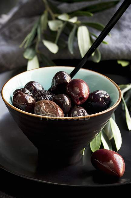 Ciotola di olive marinate — Foto stock