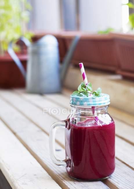 Smoothie mit Rote Bete und Früchten — Stockfoto