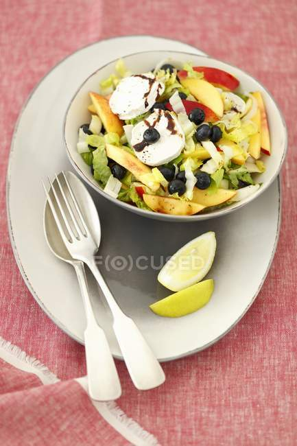 Green leaf and fruit salad — Stock Photo