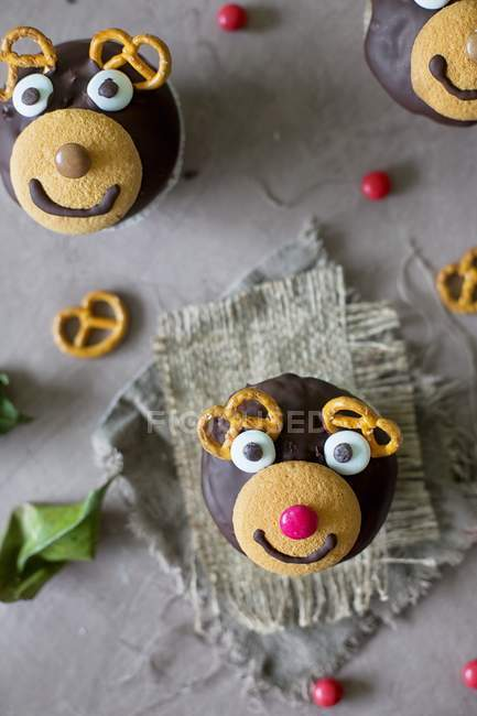 Reindeer cupcakes for Christmas — Stock Photo