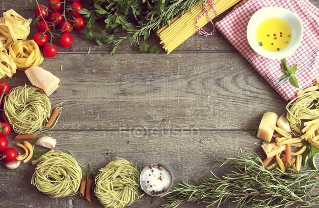 Aménagement de la nourriture typique italienne — Photo de stock