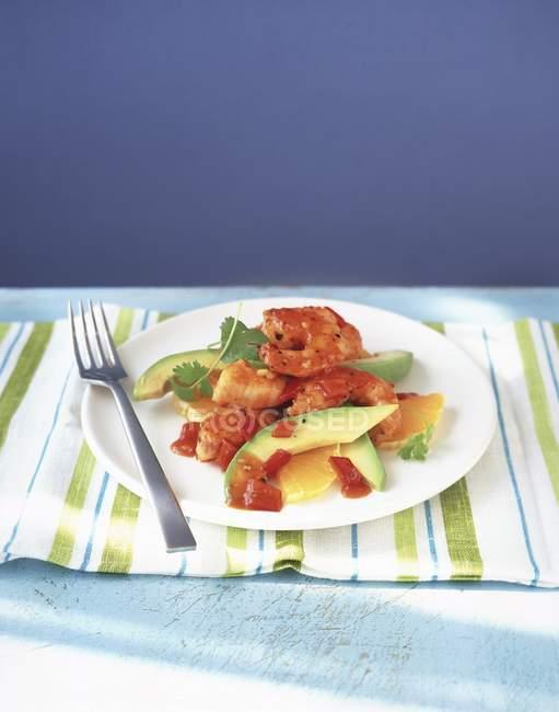 Garnelen mit Avocado und Orange — Stockfoto