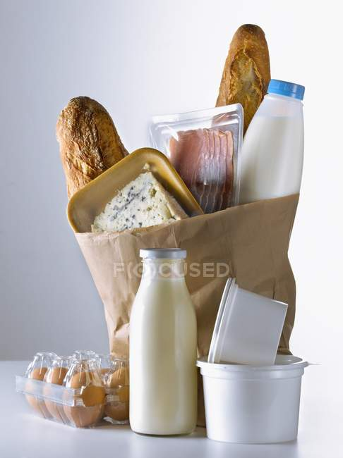 Bolsa de papel marrón - foto de stock