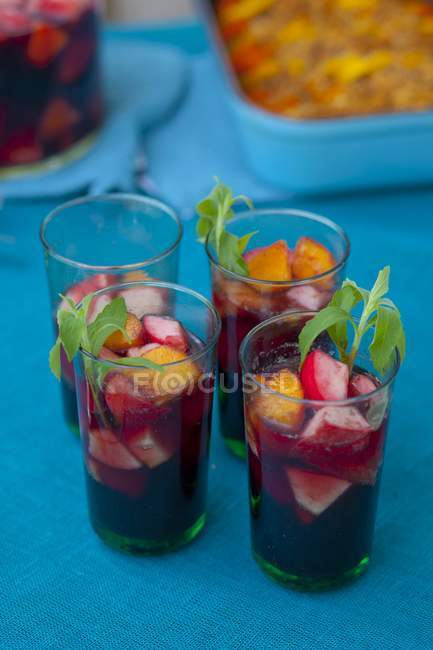 Sangria with sliced fruits — Stock Photo