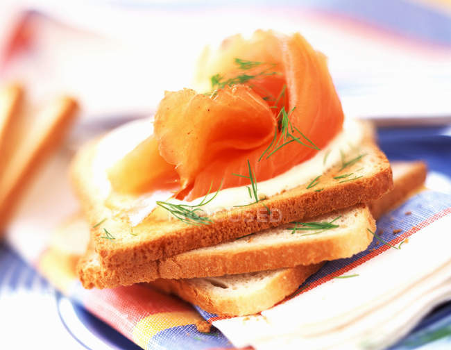 Smoked salmon and cream on toast — Stock Photo