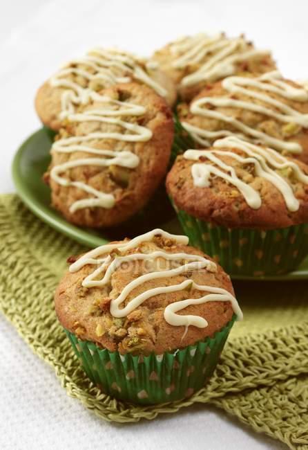 Chocolate and pistachio cupcakes — Stock Photo