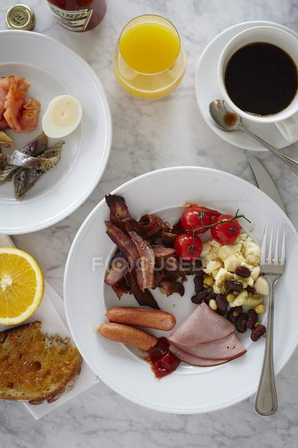 Top view of breakfast with omelette, meat and vegetables — Stock Photo