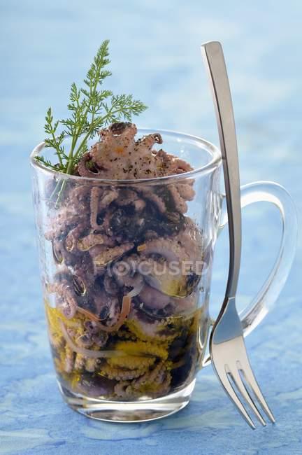 Insalata di polipo in vetro — Foto stock