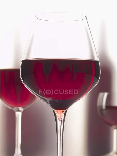 Rotwein in Gläsern — Stockfoto