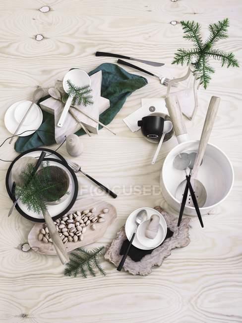 Draufsicht auf einen Tisch Deko set zum Advent mit Pistazien und Gewürzen — Stockfoto
