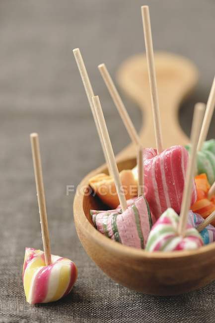 Chupetines de caramelo duro - foto de stock