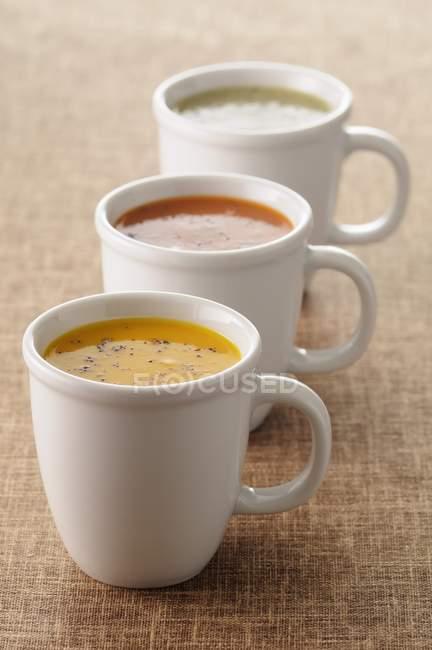 Sopas de legumes com natas em copos — Fotografia de Stock