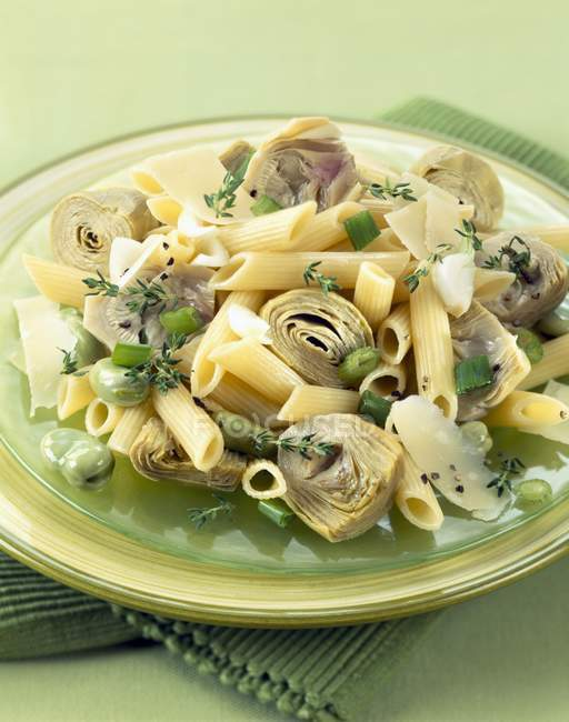 Penne pasta and artichoke salad — Stock Photo