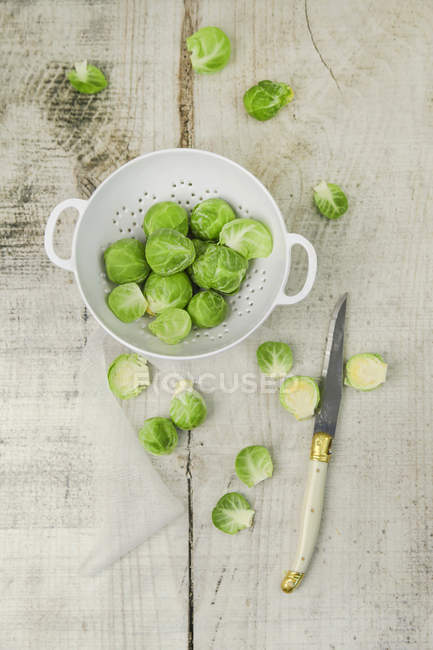 Brussels sprouts on plate over wooden — Stock Photo