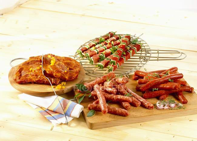 Barbecue on chopping board — Stock Photo