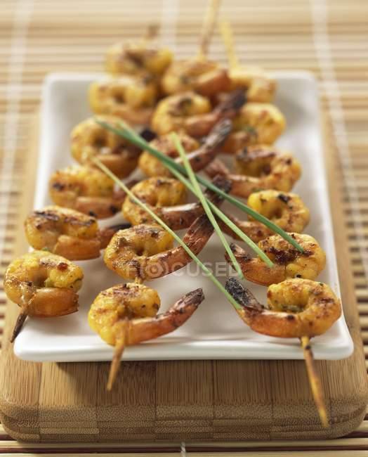 Brochettes de crevettes au curry — Photo de stock