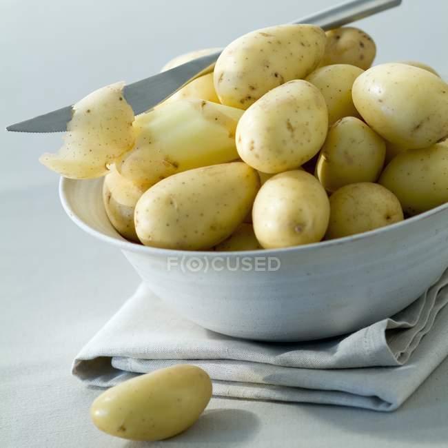 Frische Kartoffeln in Schale — Stockfoto