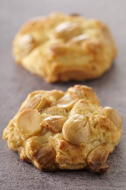 Миндальное печенье на текстиль — стоковое фото