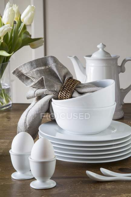 Egg cups, a stack of plates — Stock Photo