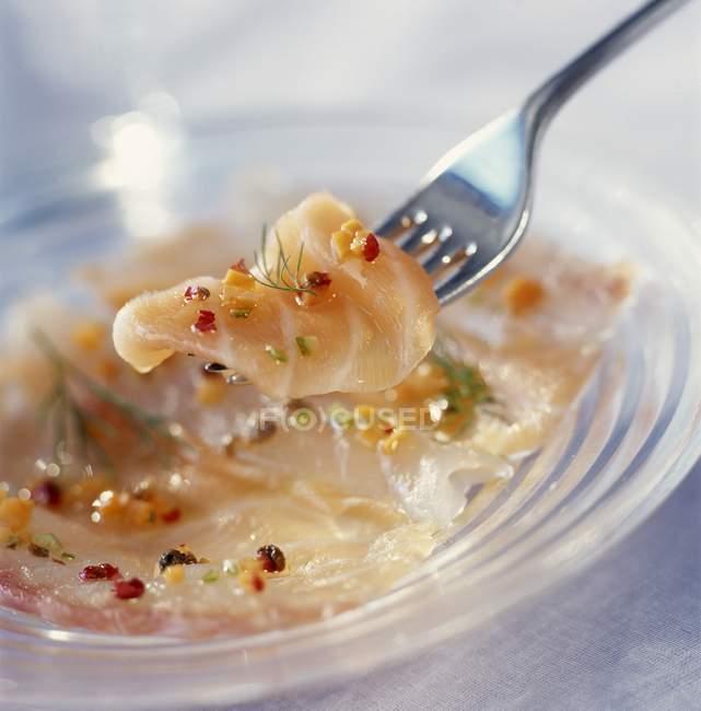Маринованный лосось Карпаччо — стоковое фото