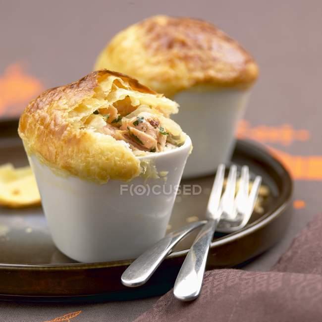 Лосось и кориандр пироги — стоковое фото