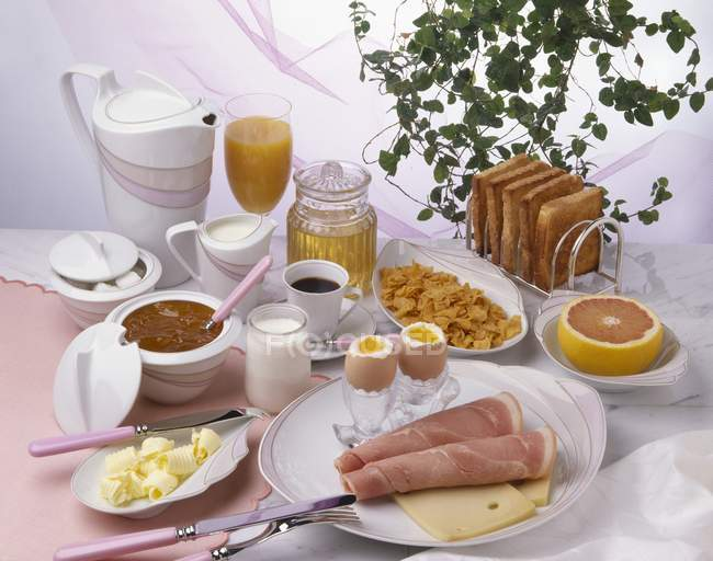 Complete breakfast served — Stock Photo