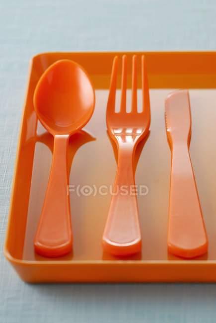 Messer, Gabel und Löffel aus Kunststoff — Stockfoto