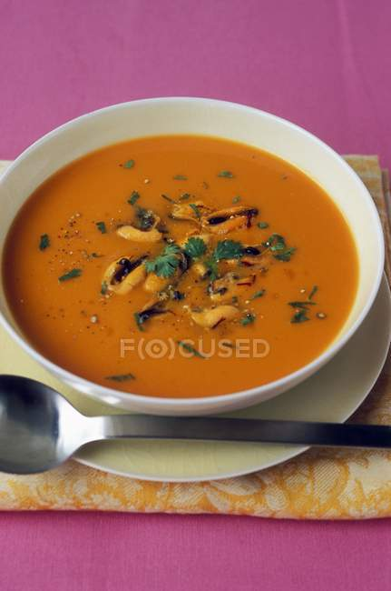 Pumpkin and mussel soup — Stock Photo