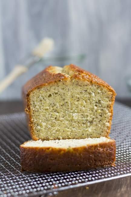 Torta di pane al limone e semi di papavero — Foto stock
