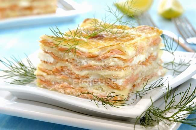 Ломтик лосося лазанья — стоковое фото