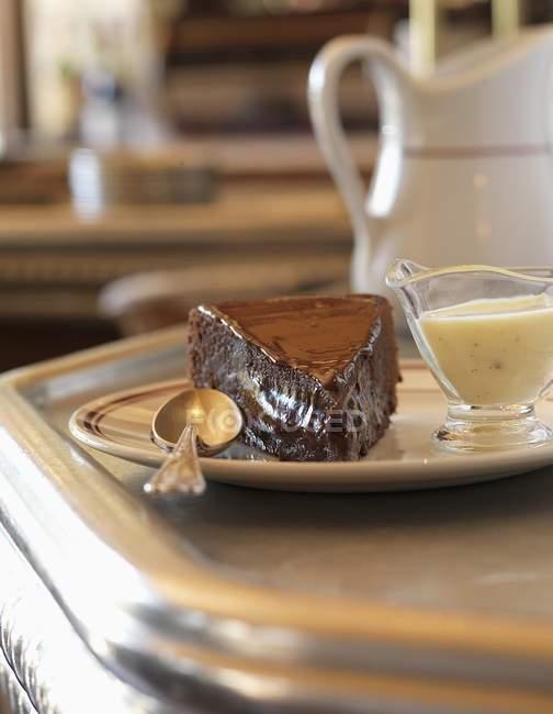 Fondant de chocolate con natillas - foto de stock
